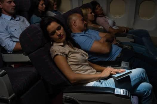 Dicas para adaptação do sono em viagens longas