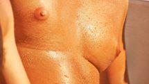 close de torso masculino, mostrando homem com ginecomastia