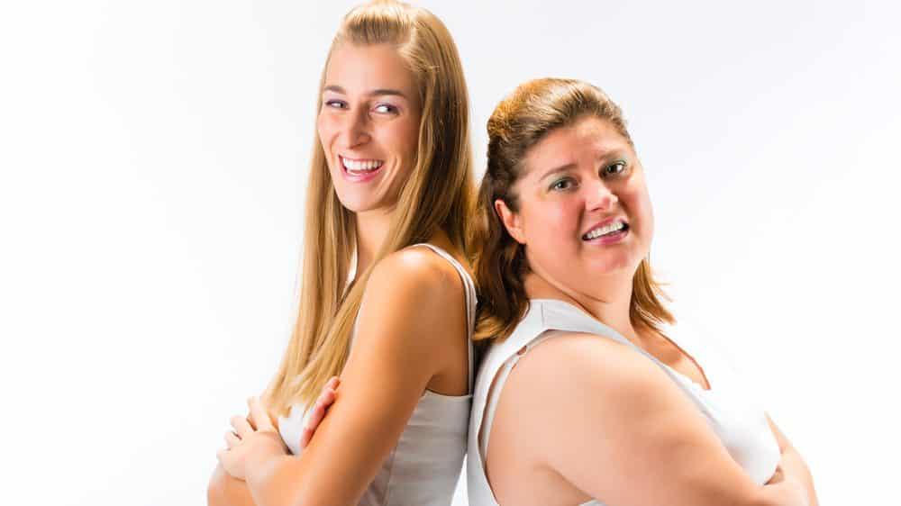 mulher magra e mulher gorda de costas uma para a outra. mecanismos de fome e saciedade são complexos