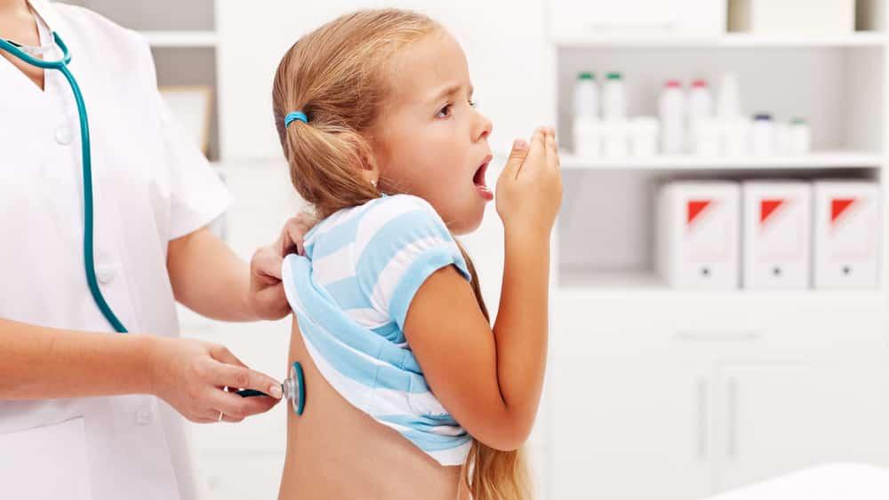 Coqueluche é uma doença infectocontagiosa aguda do trato respiratório que atinge principalmente crianças menores de dois anos. A vacinação é indispensável para crianças.