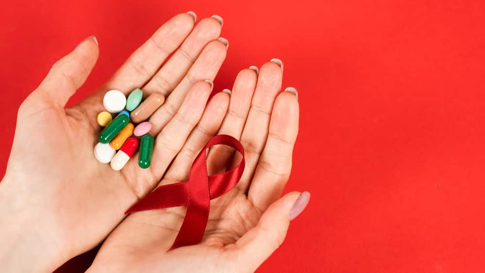 A verdadeira revolução no tratamento da aidsocorreu em meados da década de 1990 com a possibilidade de associar as drogas que passaram a compor o coquetel antiaids. Veja entrevista sobre os efeitos do tratamento da aids.