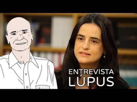 """A reumatologista Ana Luisa Calich com o texto """"entrevista lúpus""""."""