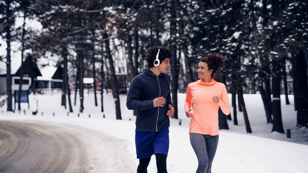 Quem sofre de problemas no coração ou pressão alta precisa de cuidados especiais para a prática de exercícios físicos, e a cautela deve ser ainda maior no inverno.