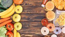 Alimentos saudáveis à esquerda da mesa e alimentos gordurosos à direita.