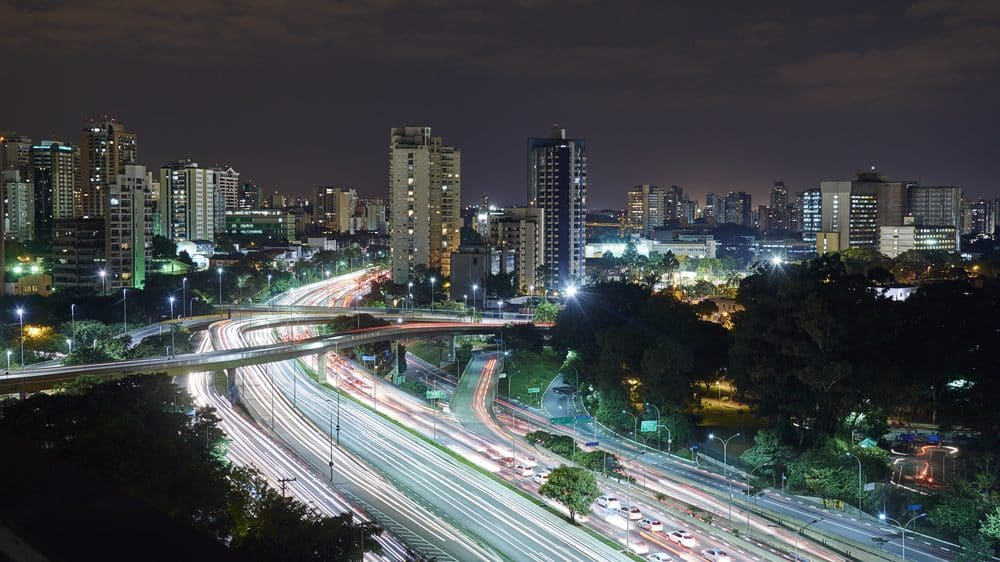 São Paulo à noite, próximo à avenida Ibirapuera