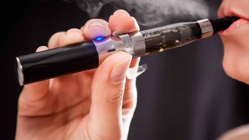 Cigarro eletrônico é isca da indústria do tabaco para ampliar número de fumantes