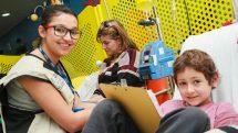 Escola Móvel ajuda crianças com câncer a não perderem o ano letivo