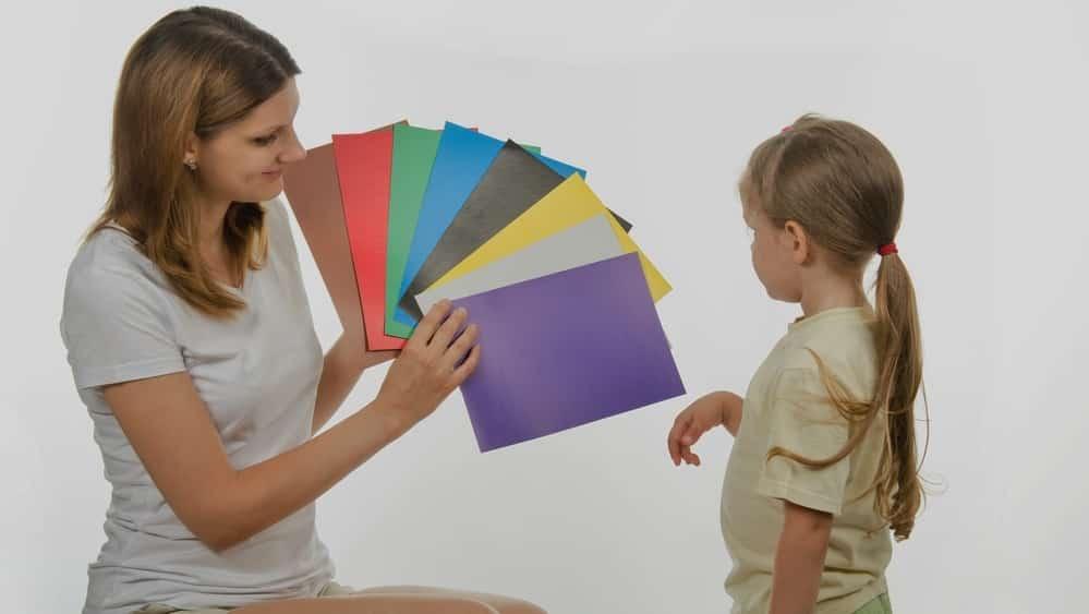 Daltonismo é uma condição que possui como principal característicaa dificuldade para distinguir o vermelho e o verde e, com menos frequência, o azul e o amarelo.