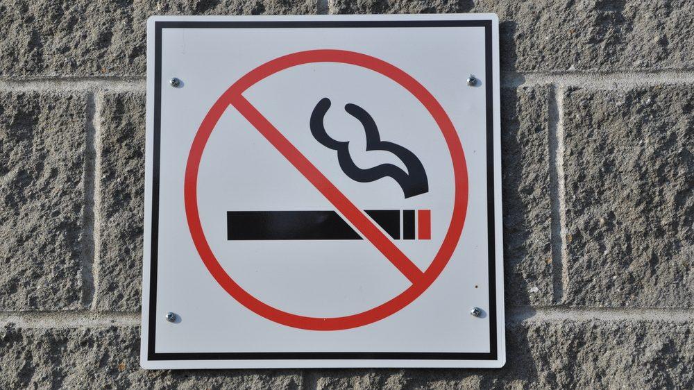 símbolo de proibido fumar, usado depois da lei antifumo