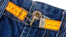 Fita métrica na calça jeans