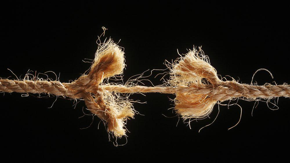 corda se rompendo como o fim de um relacionamento