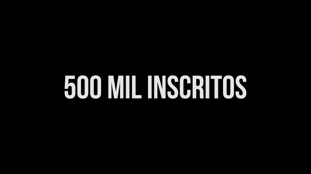 """Tela preta com o texto em branco """"500 mil inscritos""""."""