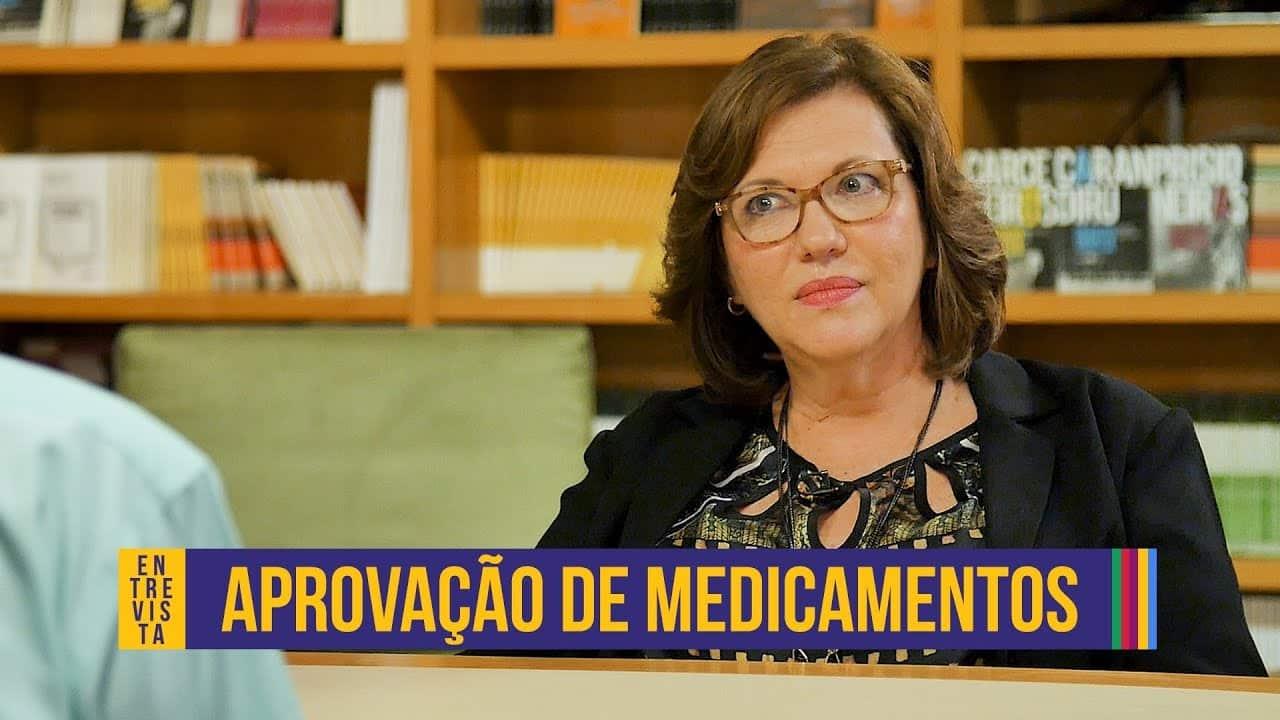 """A farmacêutica Sílvia Storpirtis e o texto """"aprovação de medicamentos""""."""