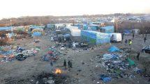 Selva de Calais, na França, local de acampamento de refugiados.