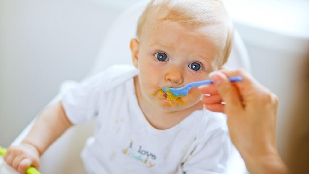 Como deve ser feita a introdução alimentar do bebê