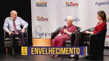 Dr. Drauzio com duas convidadas em evento sobre envelhecimento.