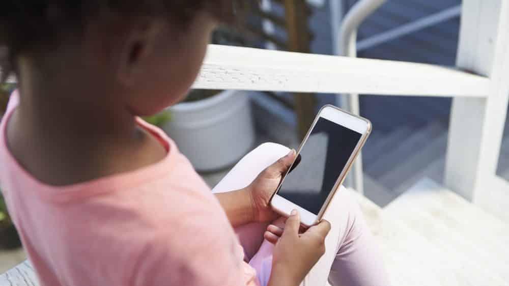 Uso excessivo de celulares pode ser prejudicial às crianças | Coluna